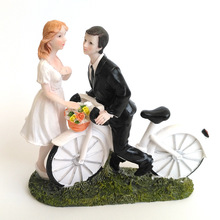 Creative Romantic Talking on the bicycle Wedding Marriage Polyresin Figurine Wedding Cake Toppers Resin Decor Lover Gift(China)