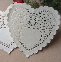 200pcs/lot 5.5'' White Lace Heart Paper Doilies Placemat Craft Doyleys Wedding Christmas Tableware Decoration AN44(China)
