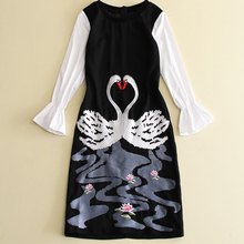 Novelty Dress 2017 New Fashion Spring Women High Quality Swan Embroidery Black & White Patchwork Flare Sleeve Designer Dresses