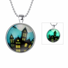 Glowing Necklace Silver Plated Fluorescent Green Round Glass Locket Necklace Poisonous Spider Charms Jewelry Luminous Necklace(China)