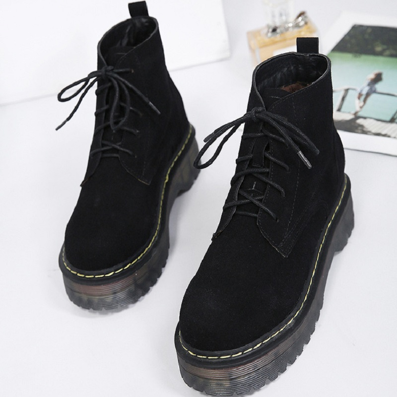 2017 autumn and winter new trend of women boots keep warm fashion wild European and female wind boots<br>