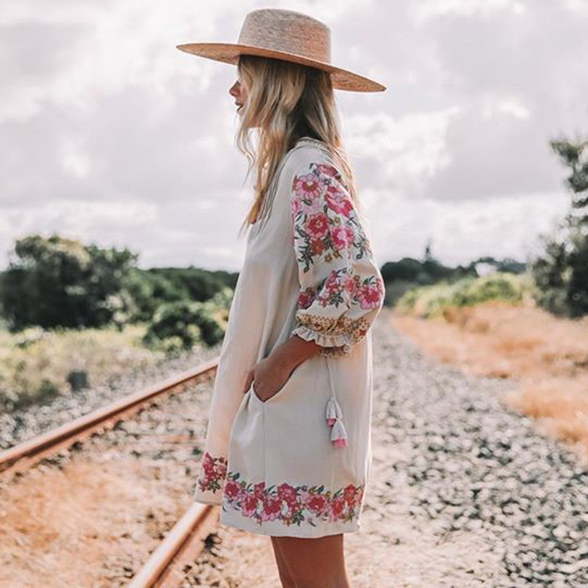 Jastie Embroidered floral Tunic Dress 2018 Spring Summer Dresses Lantern Sleeve V-neck Tassel Boho Hippie Beach Dress Vestidos
