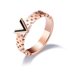 Fate Love Fashion Pull Design V Woman's Rings Rose Gold Color Stainless Steel Jewelry Finger Bands Gift Drop Shopping Never Fade