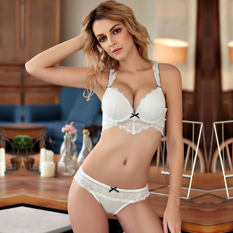 Woman\`s lace bra and panty sets