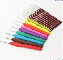 5pcs/lot 2-6 rubber handle crochet hook knitting needles 0.6-2mm plastic hanle crochet hook knitting needles looming tool 1381