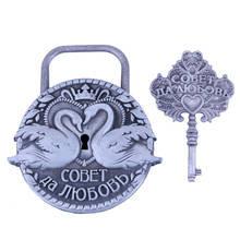 Free shipping wedding decoration lock.Positive and negative symmetry Souvenirs.Arts and crafts Couples swan lock.Have the key.