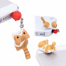 1pcs Super Cute Dust Plug Lucky Cat Playing Ball 3.5mm Anti Dust Earphone Jack Plug Stopper Cap For Phone VAY58 P0.4
