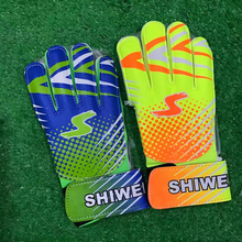 8-15 years Young man Kids/boys Thicken Latex Football Goalkeeper Gloves Goalie Soccer Goal Keeper Guantes Finger Guard Non-slip(China)