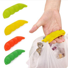 1pc Pea-shaped Bag Holder Clip Hanger Silicone Portable Bag Device Bag Filter Hand Shopping Bag Carry Tool key Chain QW872553(China)
