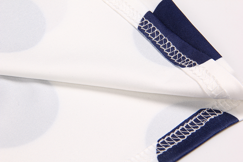 Lipsu ja täppidega kleidid