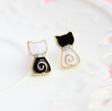 Timlee E081 Free shipping Cute Black and White Lollipop Cat Stud Earrings Wholesale(China)