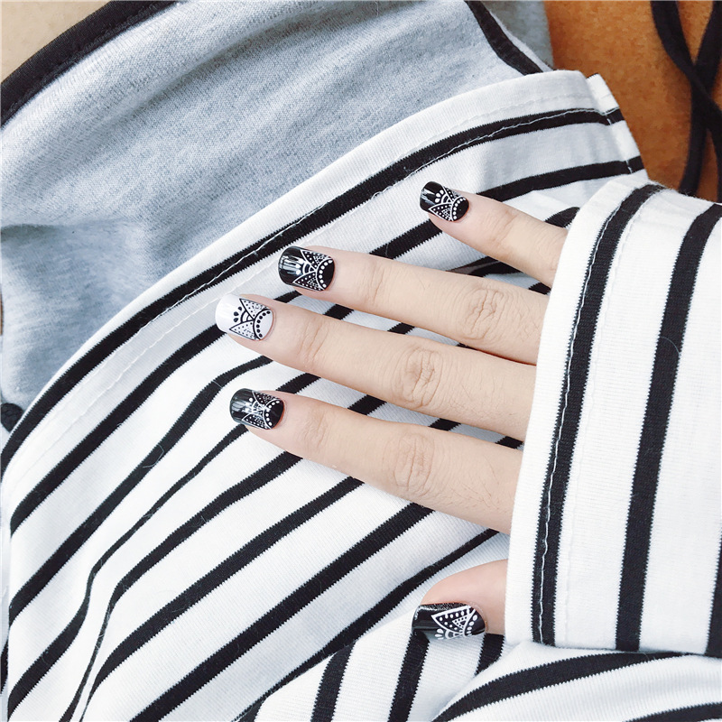 Simple 24pcs/set black+white lace pattern design finished false nails.Square head short size lady full nail tips Patch art tool