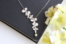 Kinitial 1Pcs Fashion Orchid Flower Pendant Gold Silver Plated Flower Necklace Charm Jewelry For Women Dress Accessories Gift