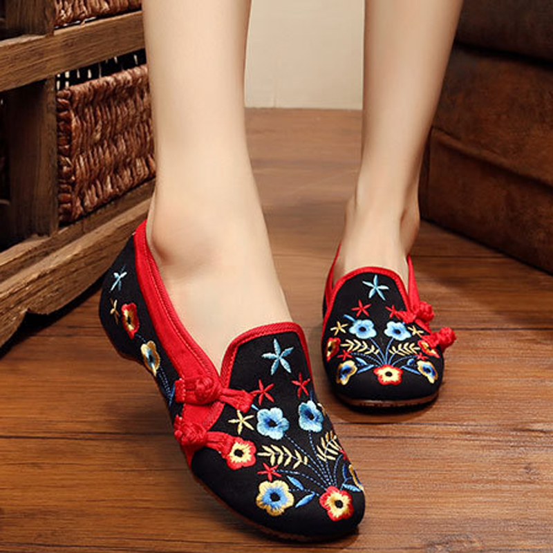 New Fashion embroidered shoes women flats ladies shoes fresh oxford Casual shoes for women Old Beijing Mary Jane Flats<br><br>Aliexpress