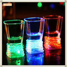 1Pcs Liquid Induction LED Flash Cup Unique Champagne Beer Wine Water Drink Plastic Glow Light Flashing Cups Bar Supplies 6ZDZ415(China)