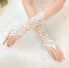 2016 Cheap Free Size White Fingerless Rhinestone Lace Bridal Wedding Gloves Free Shipping Wedding Accessories Made in China(China)
