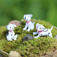 Spotted dog Figurine Miniature Decoration mini fairy garden animal statue resin craft Home Car Birthday Cake Decoration TNS050