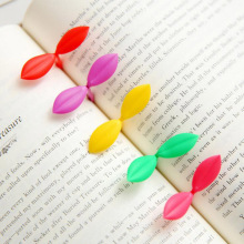 Free Shipping 2 pcs/lot Cute Kawaii Plastic Bookmark Creative Mini Leaf Buds Book Marks Clips For Kids Korean Stationery 3050