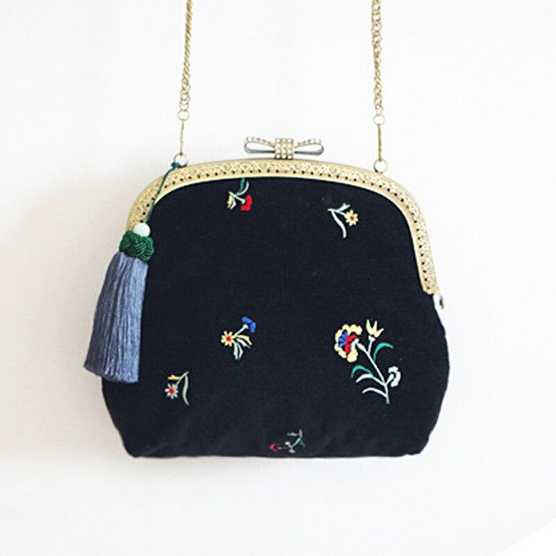 Vintage Black Velvet Bag Embroidery Flower Velvet Crossbody Handbag Floral Vintage Women Black Handbag Metal Bow with Diamond  <br>