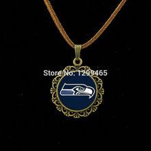 Hot sale amazing fashion jewelry Seattle Seahawks Leather Necklace football jewelry glass cabochon statement necklaces L 493(China)