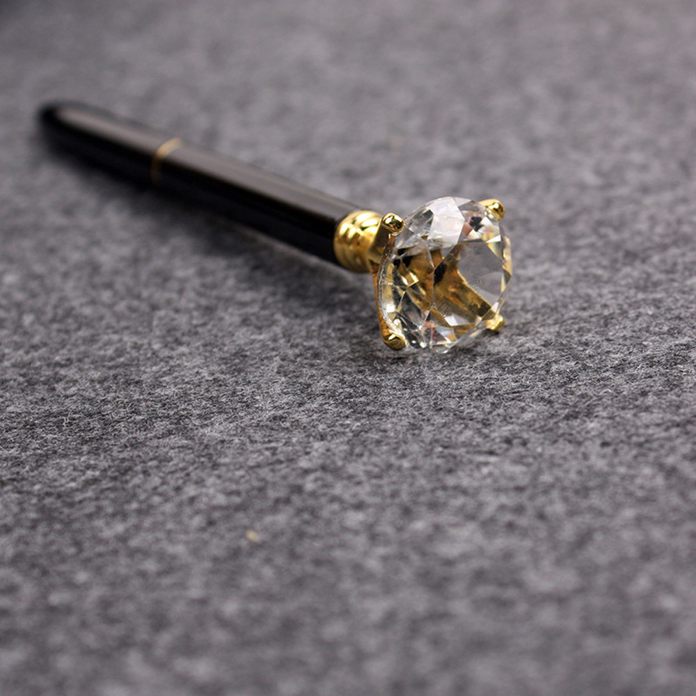 Office Stationery Cute Ballpoint Pen  Crystal Fashion Girl 19 Carat Of Diamond Big Metal Pen School D329(China)