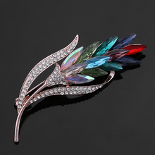 Elegant Shinning Glass Crystal and Rhinestones Fashion Leaf Brooch Pins for Women in assorted colors