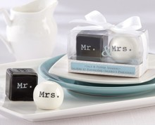 best bridal shower favors Mr and Mrs ceramic salt and pepper shakers gifts in gift box wedding party supplies favors 100set/lot