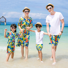 Authentic Mother Daughter Dresses Flower Family Matching Clothes Summer Cotton T shirt Shorts Family Look Beach Wear 2017(China)