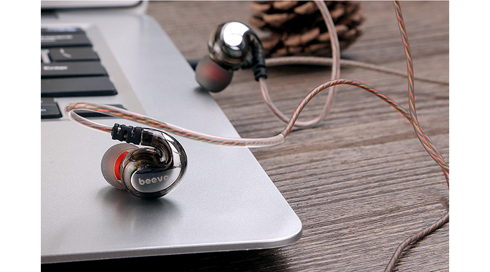 Beevo EM-390 Pro Sport Sweatproof Wired Earphones Subwoofer Drive In-ear Earphones with Remote Control and Microphone