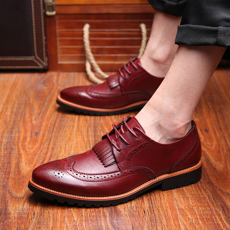 British fashion men wedding party nightclub dress comfort genuine leather brogue shoes breathable tassel carved bullock shoe man<br>