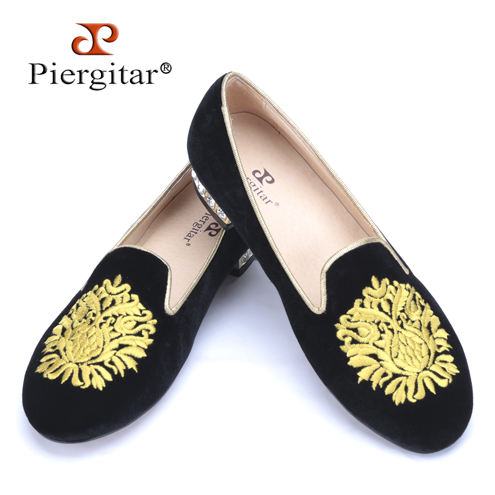 Piergitar new gold flower embroidery women velvet shoes with rhinestone heel Fashion women Casual loafers womens flats<br><br>Aliexpress