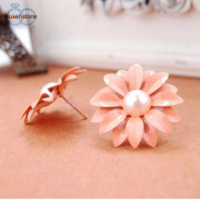 SUSENSTONE Women Lovely Studs Earrings Daisy Flower Pearl Earrings Beautiful Decoration Earrings Cute for Girls earrings