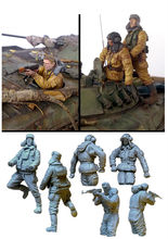 [tuskmodel] 1 35 scale resin model figures kit Modern Russian Soldiers tank crew(China)