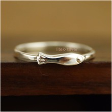 925 Sterling Silver Little Fish THIN Small Knuckle Midi Mid Finger Pinkie Ring A3050