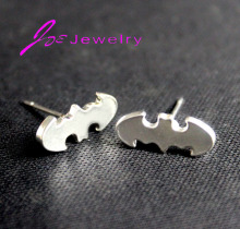 The new design has an exclusive 2017 animals jewelry earring bat gold and silver combination of high-grade ladies