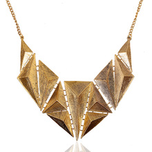 Hot Triangle Retro Individuality Carved Pendant Necklace Women 's Fashion Magazine Fashion Jewelry Accessories N7