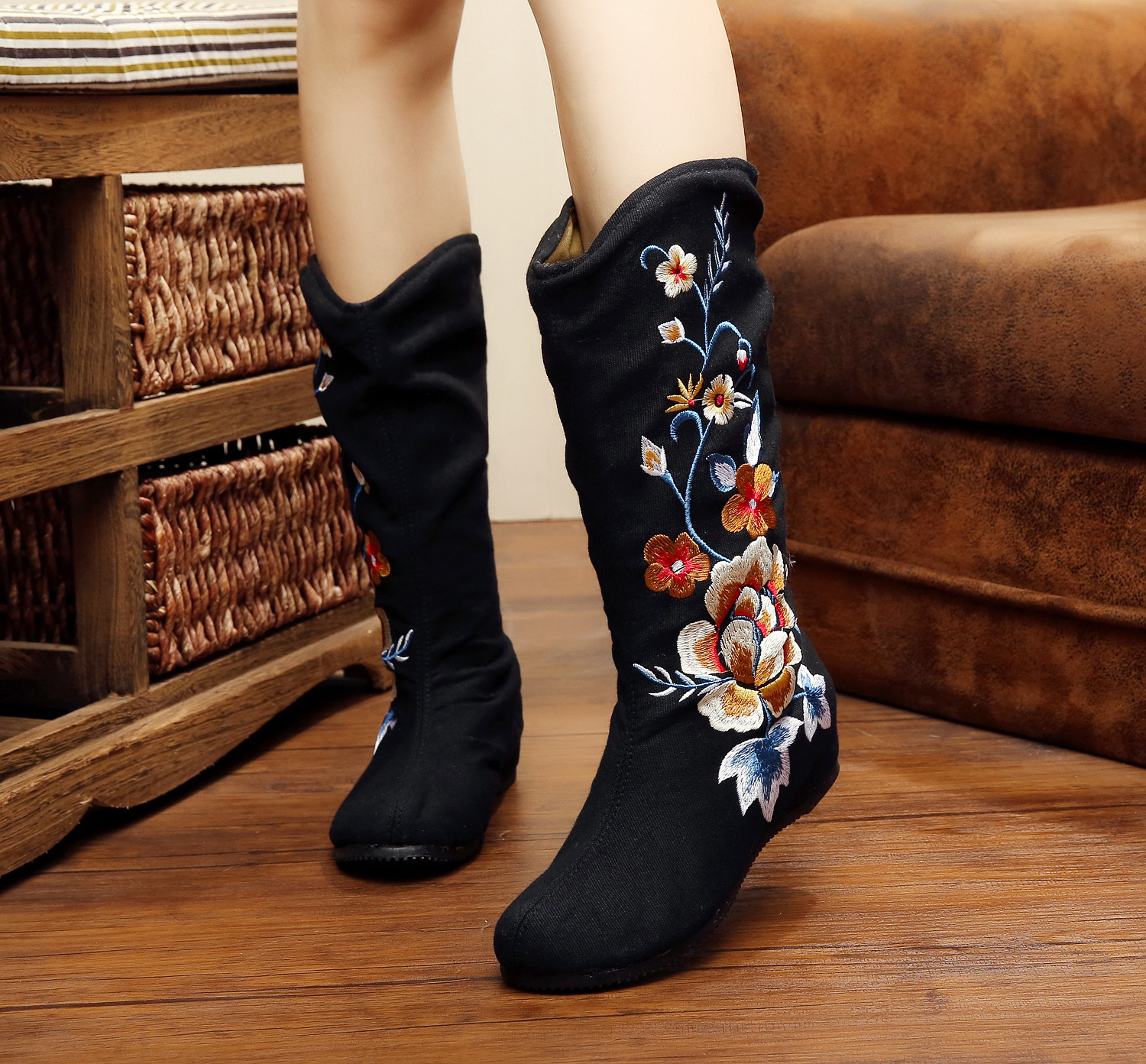 Hot Sale Spring And Autumn Black Vintage Fashion Flower Embroidered Casual Women Boots Shoes Winter For Ladies SMYXHX-A0048<br><br>Aliexpress