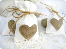 Free Shipping  Burlap Heart Favor Bag Trendy White Natural Linen Drawstring Wedding Gift Bags Jewelry Bag  50pcs