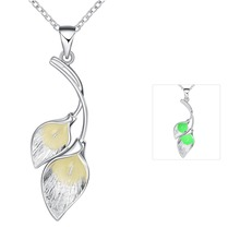 Magic color Glowing  Double Leaf Pendant Necklace Luminous  Glowing Stone Necklace Glow In The Dark Necklace Women jewelry
