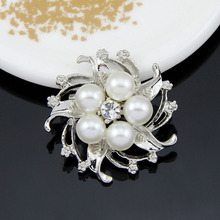 Appealing Five Simulated Pearl Star Flower Rhinestone Gold-color Silver-color Brooches for Women Brooch Pins Jewelry