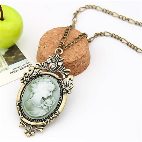 H:HYDE 2016 Hot Queen Pendant Necklace Antique Gold Vintage Cameo Retro Belle Cameo Sweater Chain Necklace(China)