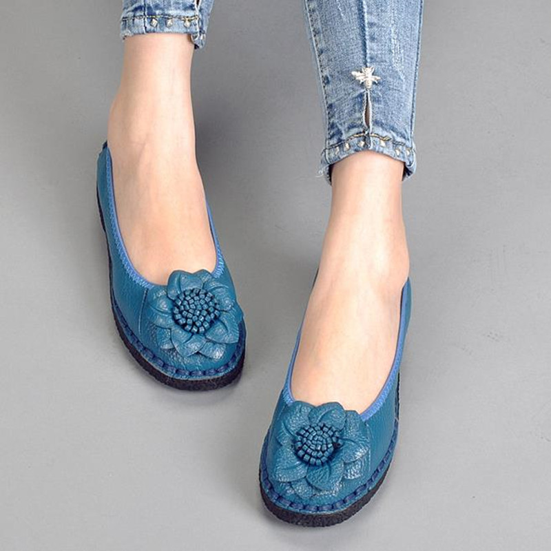 Soft bottom non-slip leather casual shoes leather shoes handmade flowers Sewing flat shoes Thick crust Women Shoes Loafers<br>
