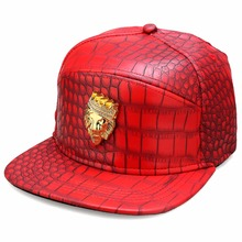 2016 Luxury Lion Head Men Punk Street PU Hat Golden Rhinestone Logo Panels Baseball Hat Cap Alligator Pattern Leather Casual Cap