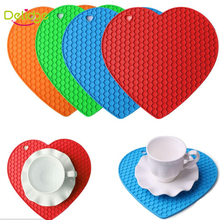 Delidge 1 pcs Heart Shape Table Mat Silicone Honeycomb Design Table Mat Non-Slip Heat Resistant Mat Be Hung Durable Coaster(China)