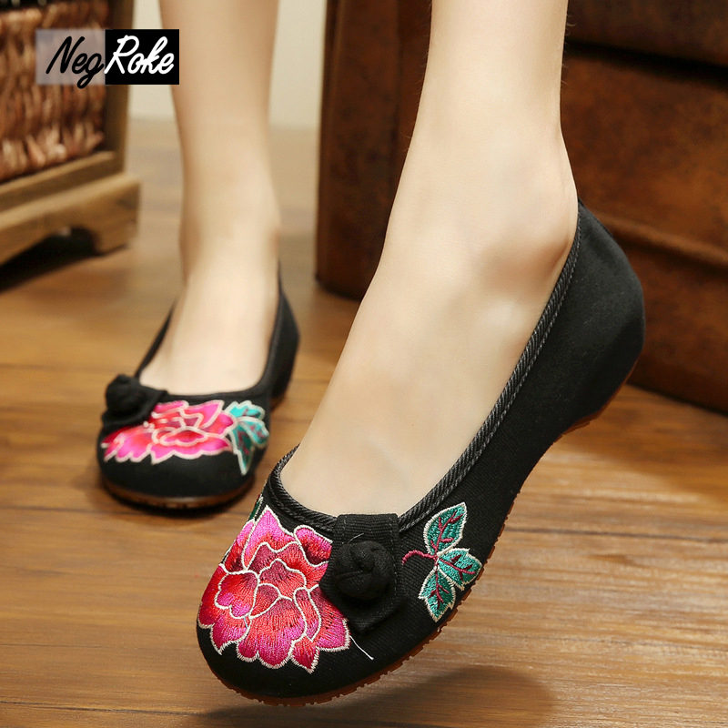 Plus size embroidered chinese shoes women fashion new sexy black lotus canves women flats shoes mary jane ladies shoes loafers<br><br>Aliexpress