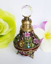 Retro Metal Empty Vase Beautiful Adornment Crafts Travel Gift Makeup Perfume Bottle For Birthday Gift