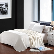New Blanket Solid Warm and Portable Color Bed Cover Blanket Soft and Comfortable Flannel 4 Size creamy-white