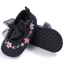 ChristmasBeautiful Hand Embroidery Flower Design Elastic Band Newborn Baby Cotton Shoes For Girls(China)