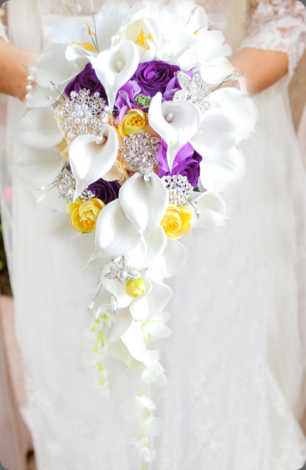 iffo-Simulation-roses-calla-lilies-diamond-studded-flowers-pearls-butterfly-bridal-bouquet-white-pink-wedding-accessories