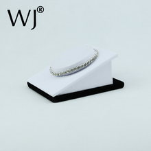 Elegant Jewelry Bracelet Display Stand Holder Case Anklet Chain Bangle Presentoir Support Organizer Showcase White Leatherette